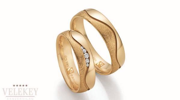 Az esküvői karikagyűrűt webshopból is megvásárolhatjuk