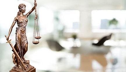 A megfelelő vállalati jogász kiválasztása